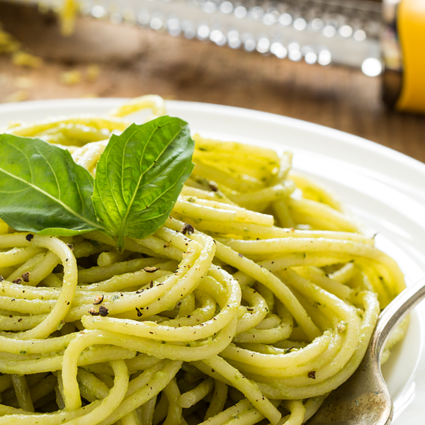 Low Carb Pasta - Zucchini noodles with basil-pumpkin seed pesto